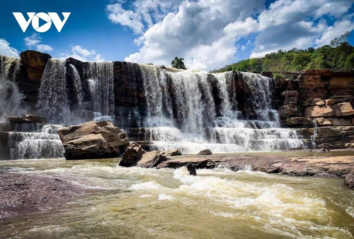 Attapeu – xứ sở của những ngọn thác kỳ vĩ