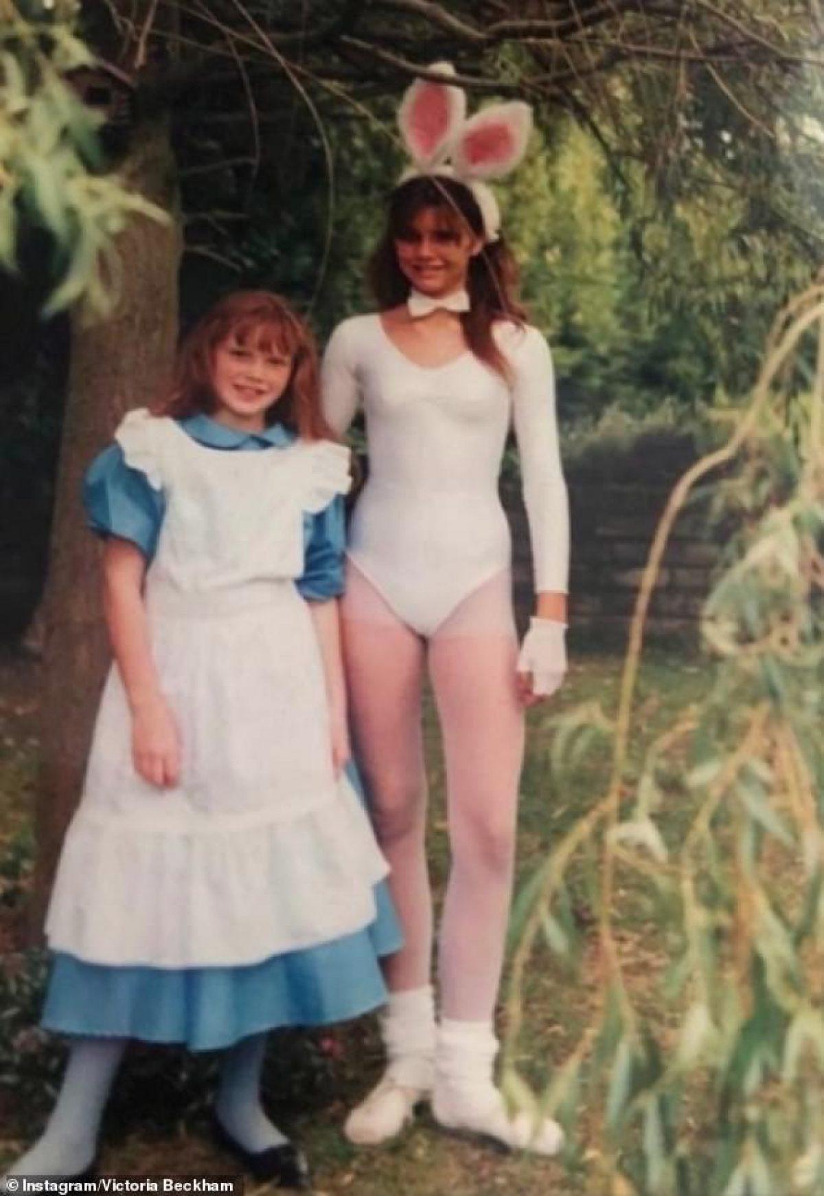 Victoria Beckham khoe ảnh thời tuổi teen mặc đồ bó chụp cùng em gái