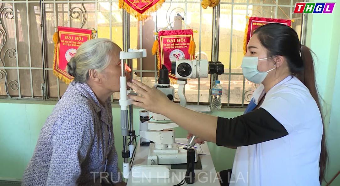 Khám mắt miễn phí cho người cao tuổi thị trấn Phú Túc