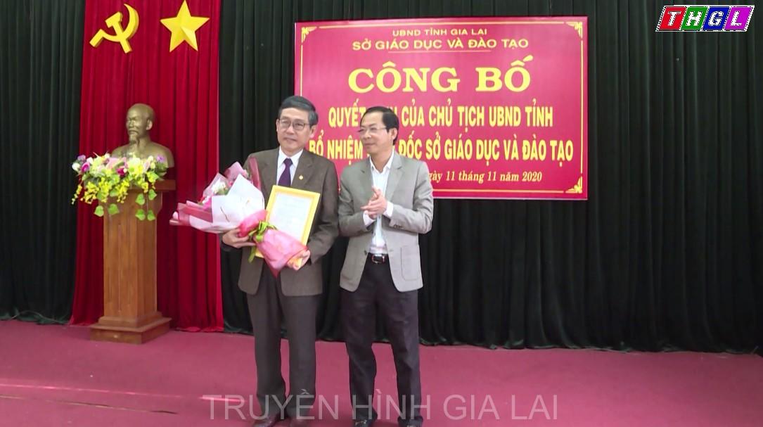 Ủy viên BTV Tỉnh ủy – Phó Chủ tịch Thường trực UBND tỉnh Đỗ Tiến Đông trao Quyết định bổ nhiệm Giám đốc Sở GD&ĐT
