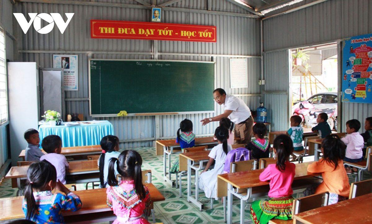 Không học trước khai giảng, một số địa phương than gặp khó