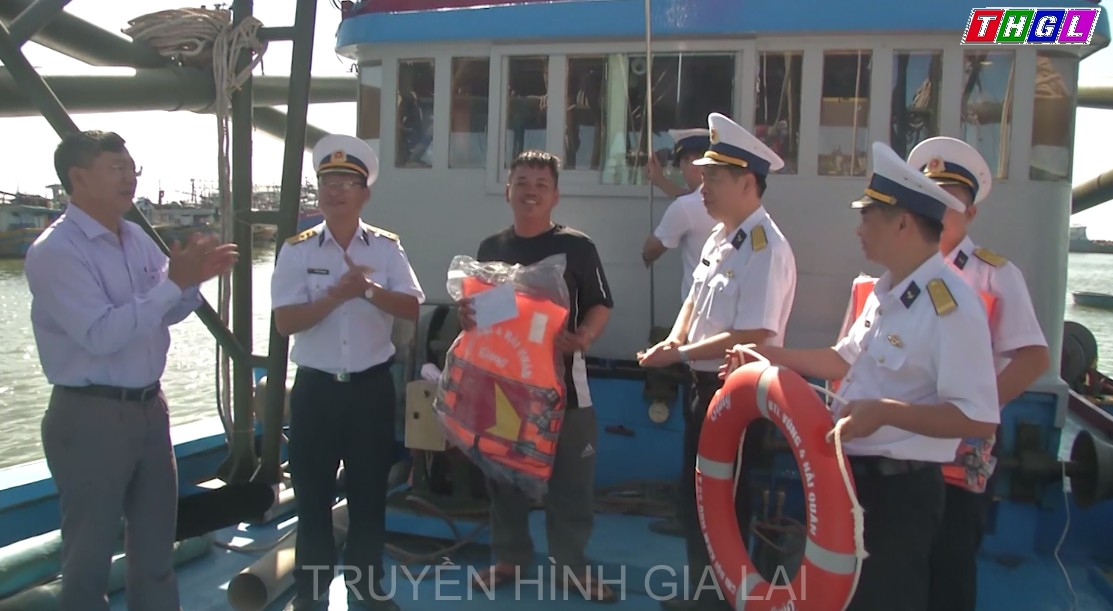Vùng 4 Hải quânTổ chức các hoạt động hỗ trợ ngư dân vươn khơi bán biển tạitỉnh Bình Thuận