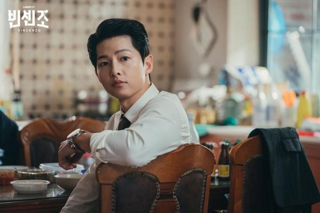 Phim mới của Song Joong Ki đạt tỷ suất người xem cao ngất ngưởng