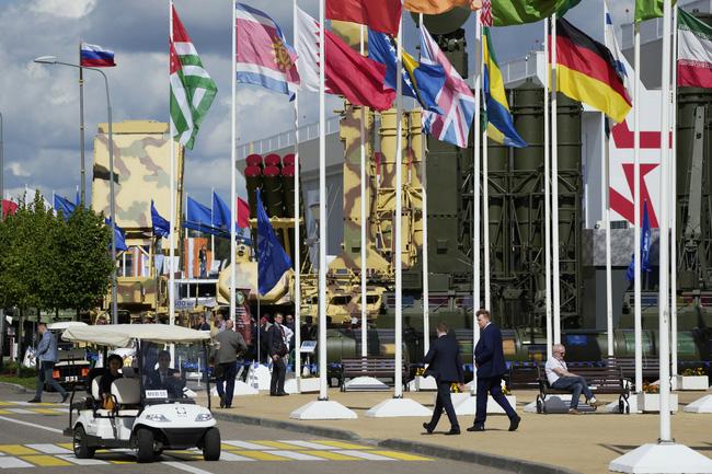 28.000 mẫu vũ khí và thiết bị quân sự được giới thiệu tại diễn đàn Army 2021