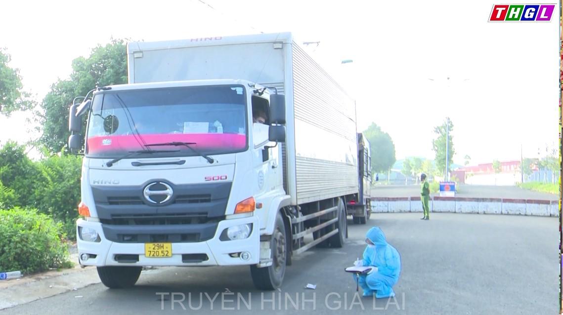 Xử phạt 2 tài xế xe tải 10 triệu đồng về hành vi không chấp hành các biện pháp phòng, chống dịch bệnh truyền nhiễm theo yêu cầu của cơ quan, tổ chức có thẩm quyền