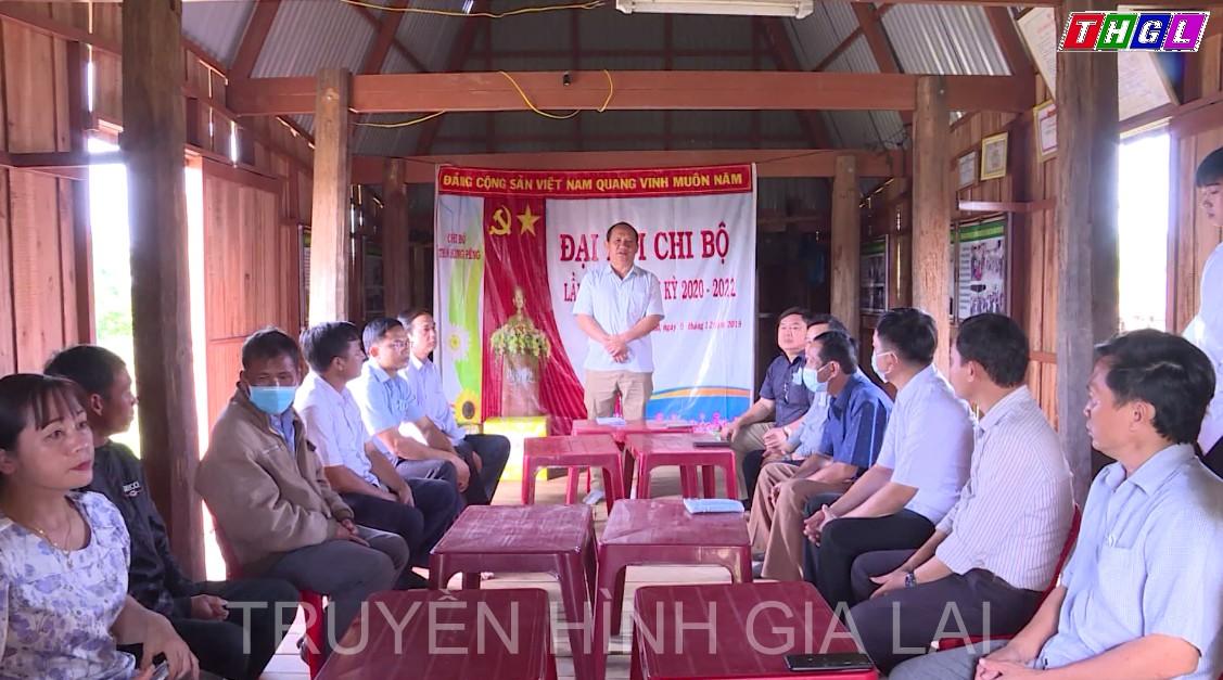 Phó Bí thư Tỉnh ủy Rah Lan Chung thăm, kiểm tra việc xây dựng nông thôn mới ở Phú Thiện