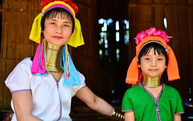 """Khám phá 8 """"chuẩn mực"""" cái đẹp kì lạ của các nước Châu Á"""
