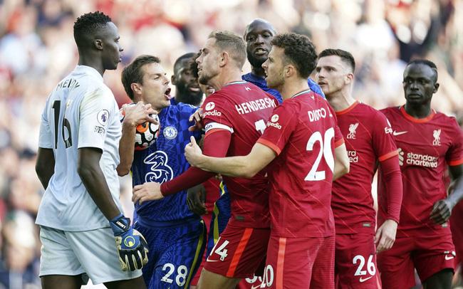 Chelsea và Liverpool giống nhau đến kinh ngạc trong thống kê bàn thắng