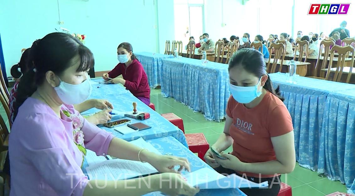 Hội LHPN thị xã Ayun Pa hỗ trợ hội viên vay vốn phát triển kinh tế